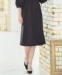スカート部分:ミディアム丈フレアデザイン